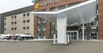La Quinta Inn & Suites by Wyndham Cleveland - Airport North - Cleveland - Gebäude