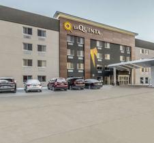La Quinta Inn & Suites by Wyndham Cleveland - Airport North