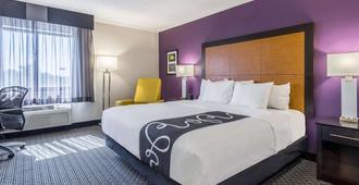 La Quinta Inn & Suites by Wyndham Cleveland - Airport North - קליבלנד - חדר שינה