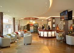 Eusbett Hotel - Суньяни - Ресепшен
