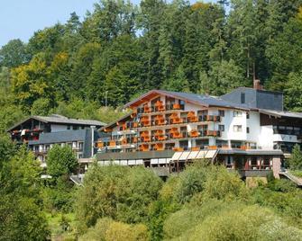 Ringhotel Mönchs Waldhotel - Unterreichenbach - Building