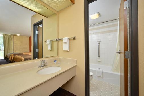 Americas Best Value Inn - Collinsville / St. Louis - Collinsville - Bathroom