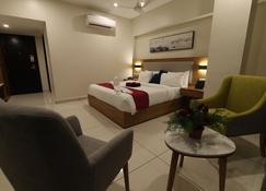 Sri Sri Sri Hotel - Khammam - ห้องนอน