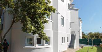 Charming Estoril Guesthouse B&B - Estoril - Building