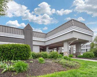Clarion Hotel and Conference Center Harrisburg West - Нью-Камберленд - Здание