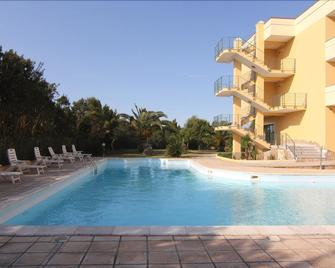 Hotel Cala Dei Pini - Sant'Anna Arresi - Pool
