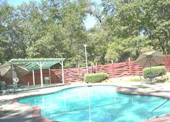 Golden Chain Motel - Grass Valley - Pool