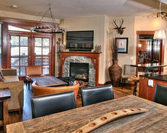 The Village at Palisades Tahoe - Olympic Valley - Living room