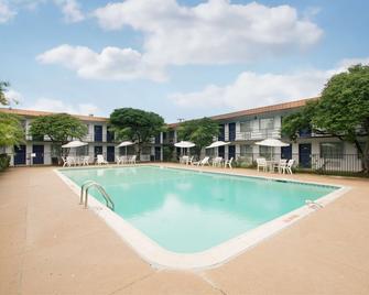 Americas Best Value Inn Ft. Worth Hurst - Hurst - Pool