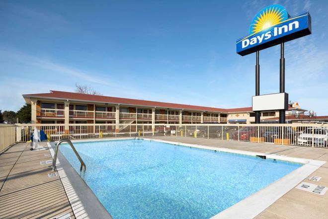 Days Inn by Wyndham Jacksonville NC - Jacksonville - Pool