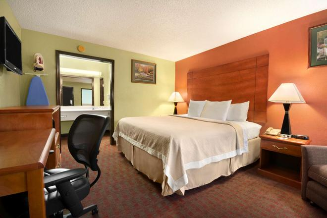Days Inn by Wyndham Jacksonville NC - Jacksonville - Bedroom