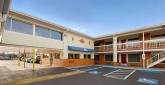 Days Inn by Wyndham Jacksonville NC - ג'קסונוויל