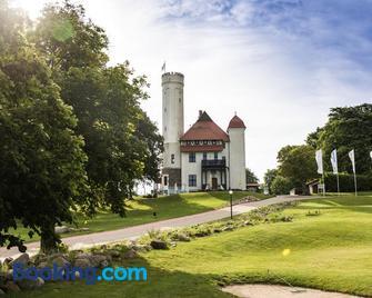 Hotel Schloss Ranzow - Lohme - Edificio