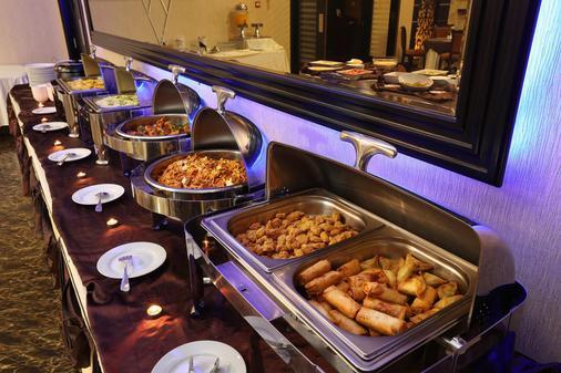 皇家豪華套房酒店 - 沙迦 - 沙迦 - 自助餐
