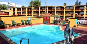 Red Lion Inn & Suites - Sacramento Midtown - Sác-cra-men-tô - Bể bơi