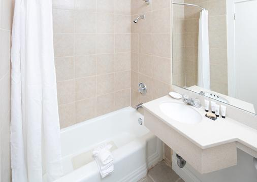 Red Lion Inn & Suites - Sacramento Midtown - Sacramento - Bathroom