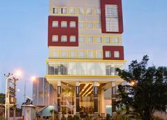 Hotel Dafam Pekalongan - פקלונגן - בניין