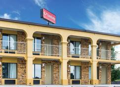 Econo Lodge - Franklin - Building