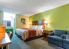 Econo Lodge - Franklin - Bedroom