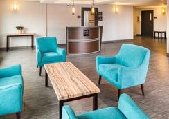 Red Lion Inn & Suites Everett - Эверетт - Лобби