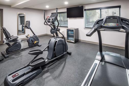 Red Lion Inn & Suites Everett - Everett - Gym