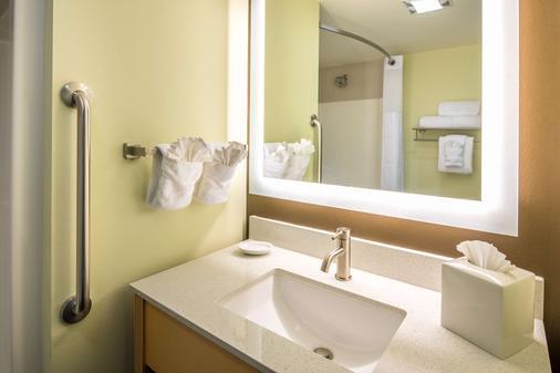 Red Lion Inn & Suites Everett - Everett - Phòng tắm