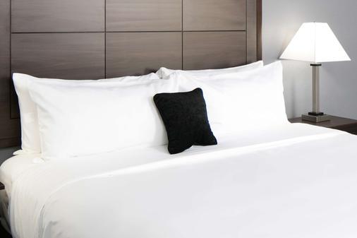 Red Lion Inn & Suites Everett - Эверетт - Спальня