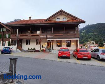Hotel Restaurant Hirschen - Wilderswil - Building
