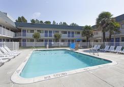 Motel 6 Davis Sacramento Area - Davis - Uima-allas