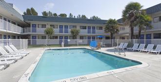 Motel 6 Davis Sacramento Area - Davis - Pool