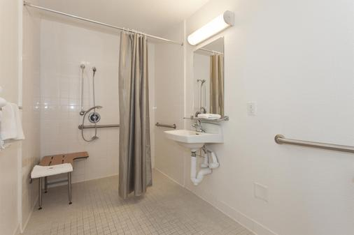 Motel 6 Davis Sacramento Area - Davis - Kylpyhuone