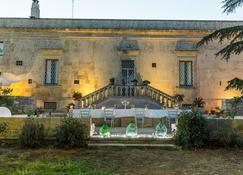ترابيتوم سالينتو دوموس - كورسي - مبنى