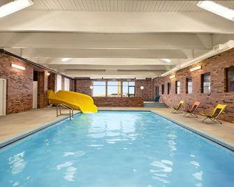 Travelodge by Wyndham, Swift Current - Swift Current - Pool