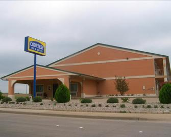 Courtesy Inn & Suites - Mansfield - Building