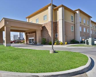 Best Western Plus Guymon Hotel & Suites - Guymon - Building