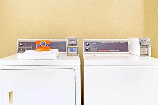 喬治亞州金斯蘭戴斯酒店 - 金斯蘭 - Kingsland - 洗衣設備