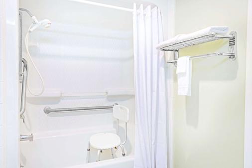 喬治亞州金斯蘭戴斯酒店 - 金斯蘭 - Kingsland - 浴室
