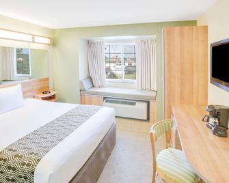 Microtel Inn & Suites by Wyndham Saraland/North Mobile - Saraland - Спальня