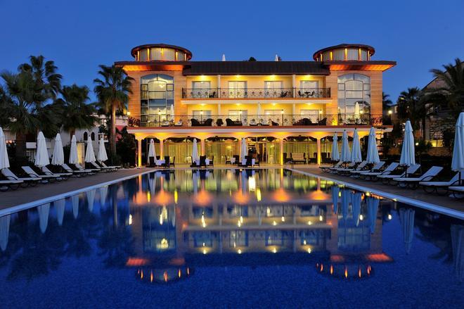 Villa Augusto Boutique Hotel & Spa - Konakli - Rakennus