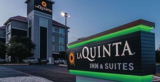 La Quinta Inn & Suites by Wyndham San Antonio Northwest - San Antonio - Building