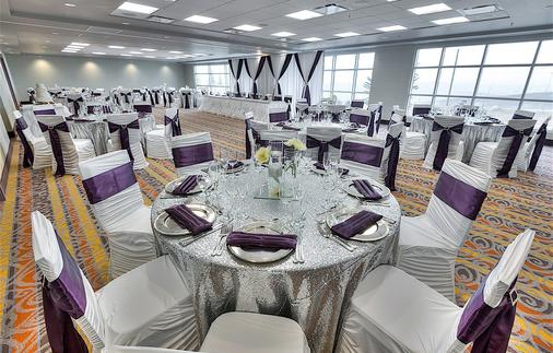 Applause Hotel By Clique - Calgary - Banquet hall