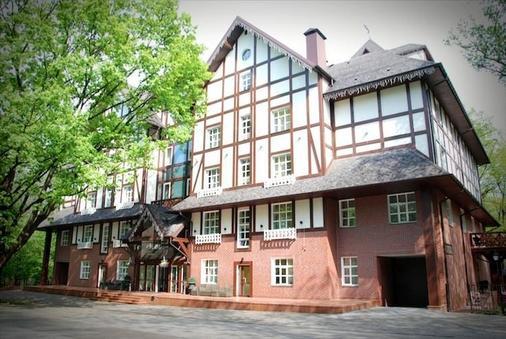Park-Hotel Golosievo - Kiew - Gebäude