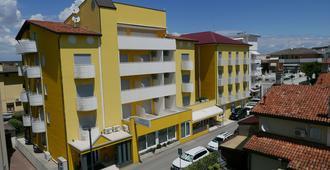 Hotel Nederland - Caorle - Building