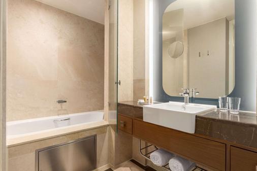 Ramada Plaza by Wyndham Istanbul Tekstilkent - Istanbul - Bathroom