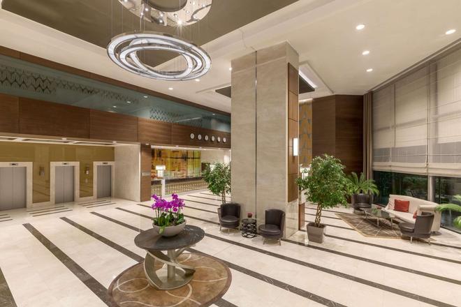 Ramada Plaza by Wyndham Istanbul Tekstilkent - Estambul - Lobby