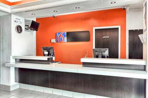 Motel 6 Killeen - Killeen - Front desk