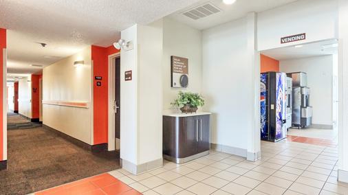 基林 6 號汽車旅館 - 基林 - 基林 - 門廳