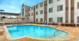 基林 6 號汽車旅館 - 基林 - 基林 - 游泳池