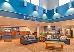 Travelodge by Wyndham Rapid City - Rapid City - Lobby