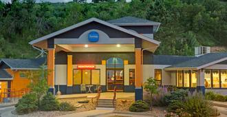 Travelodge by Wyndham Rapid City - Rapid City - Gebäude